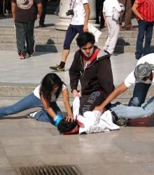 Los jóvenes realizan protestas pacíficas contra EPN